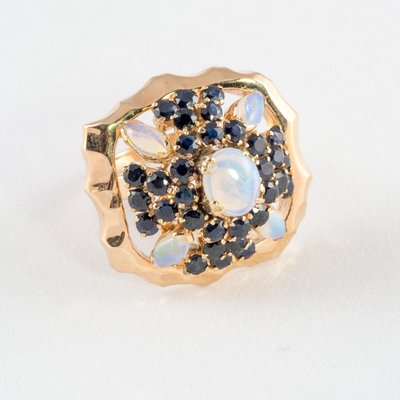 18K Ring with Sapphires and Opals